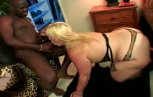 Dirty mature bitch giving head and getting fucked
